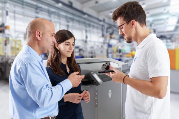Wir bieten Ihnen Full Service aus einer Hand - bei der Installation Ihres Additiven Fertigungssystems, der Konzeption Ihres Produktdesigns oder falls Sie den Besuch eines Technikers wünschen.