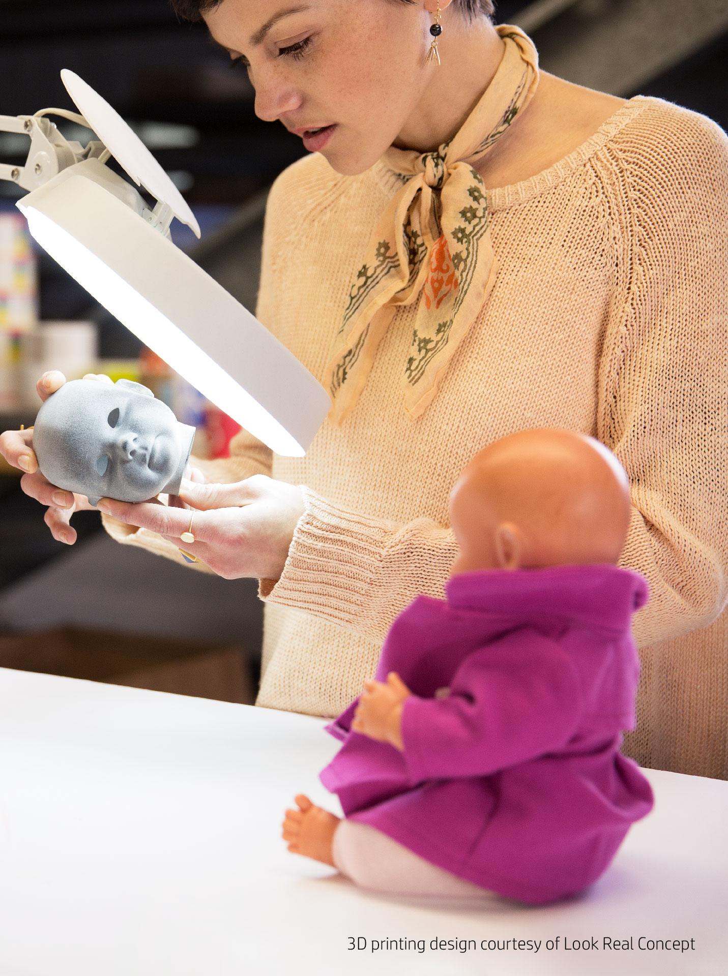 Kinderpuppe mit individuell gedrucktem Gesicht durch 3D Druck mit HP