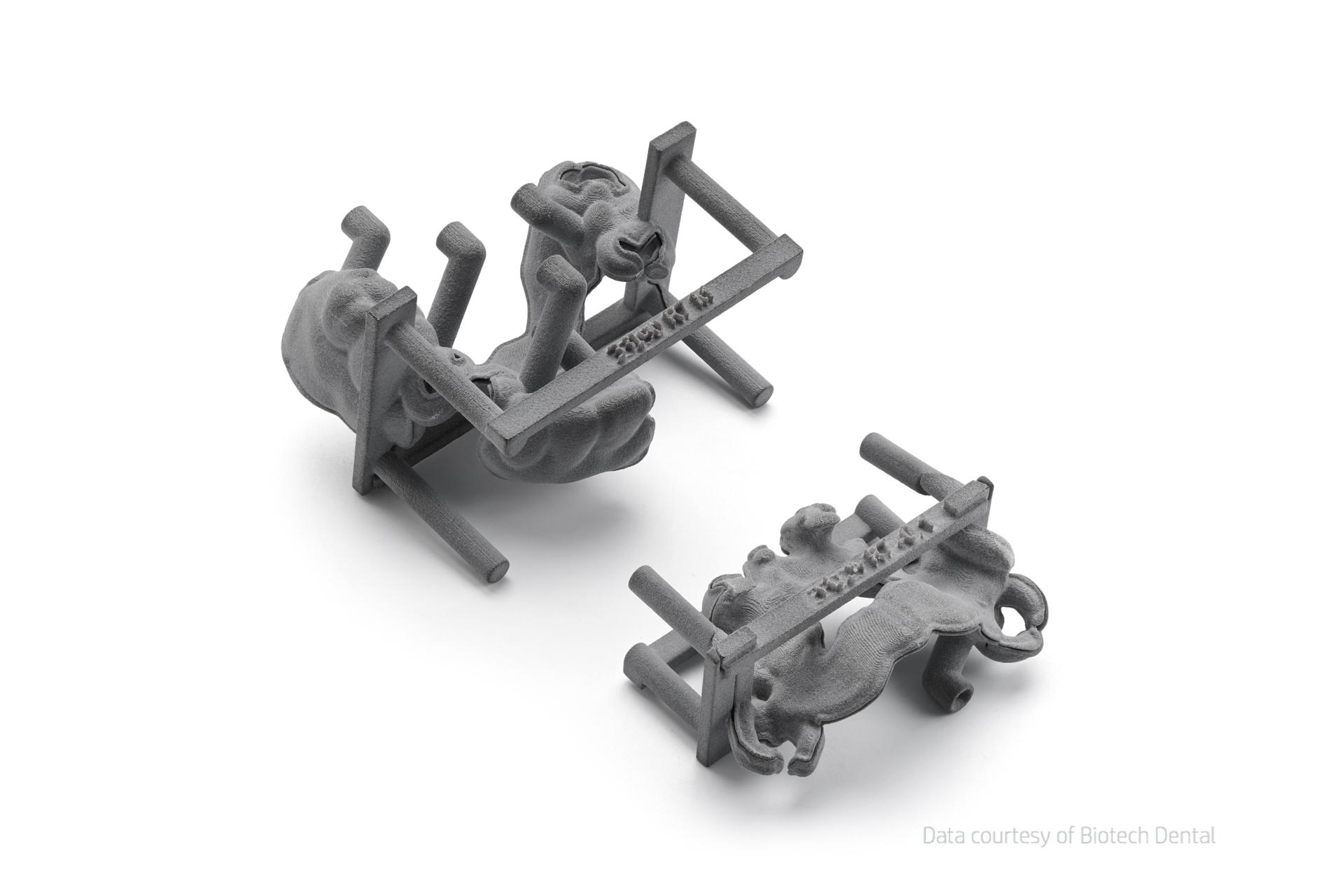 Eine zweiteilige Form zur Aufnahme eines Metallgerüsts für Zahnprotesen